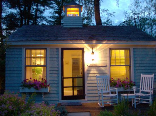 The Cottages at Cabot Cove: Private yard/porch for relaxing