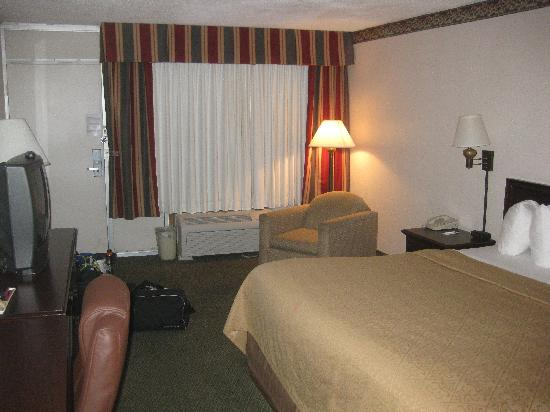 Quality Inn & Conference Center: ROOM