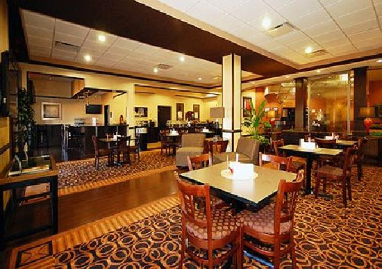 Comfort Suites Lexington: Breakfast Lobby
