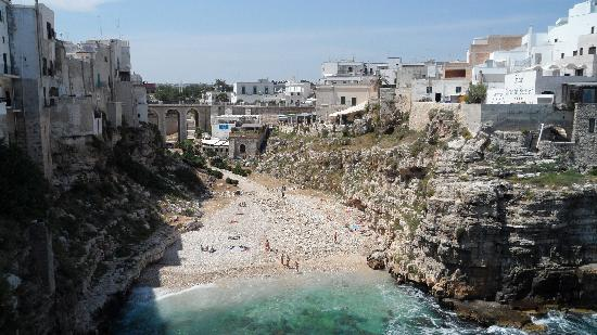 Polignano a Mare, Italy: Polignano's beach (the sand was washed out by a storm earlier during the week apparently)