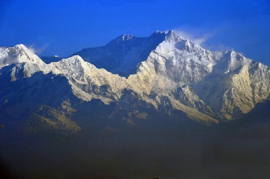 Dekeling Hotel: view of kanchenjunga...FROM OUR ROOM!!!