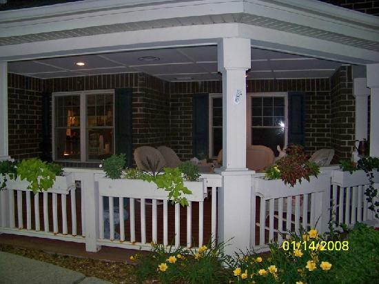 Country Inn &amp; Suites Schaumburg: Loved this porch area