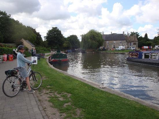 Bradford-on-Avon, UK: View from over the canal