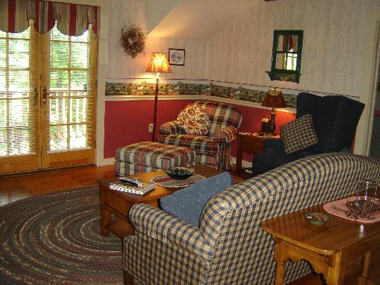 High View, WV: The Granary - lounge