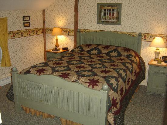 High View, WV: The Granary - bedroom