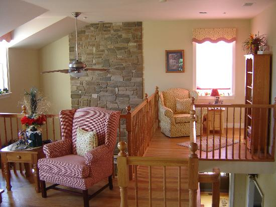 High View, WV: Upper lounge area