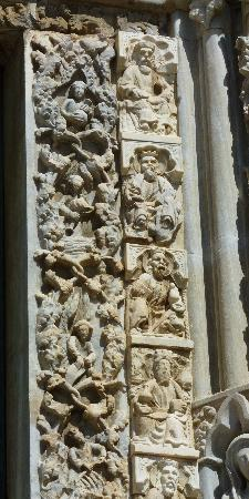 Detail of Surround of Central Portal showing laborers &amp; Kings, Duomo, Messina, Sicily, Italy