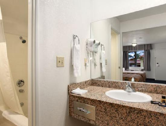 Travelodge Banning Casino and Outlet Mall: Guest Bathroom