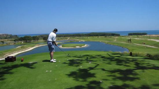 Barefoot Cay: Golfing at Black Pearl