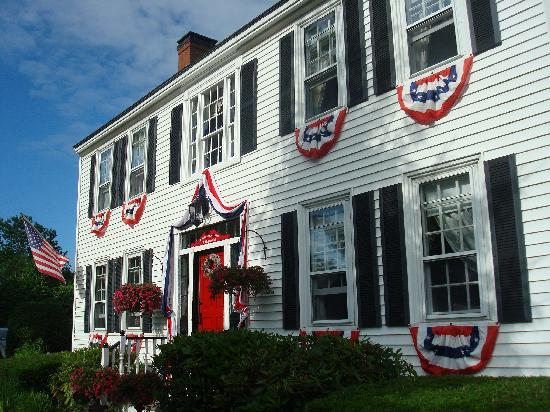 Holiday Guest House Bed & Breakfast: Outside of the Inn