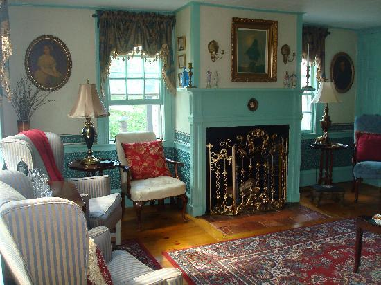 Holiday Guest House Bed & Breakfast: Living Room/Common Space