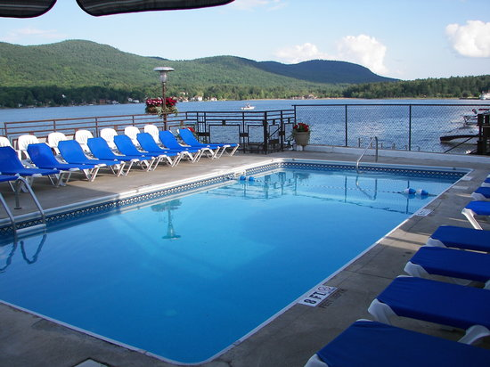Lake Motel: Heated Pool Overlooking Lake