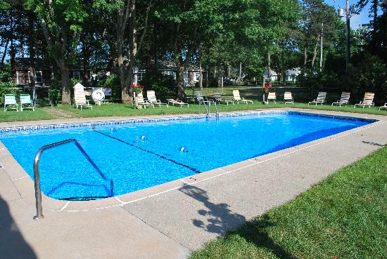 Colonial Village Motel & Cottages: pool 2