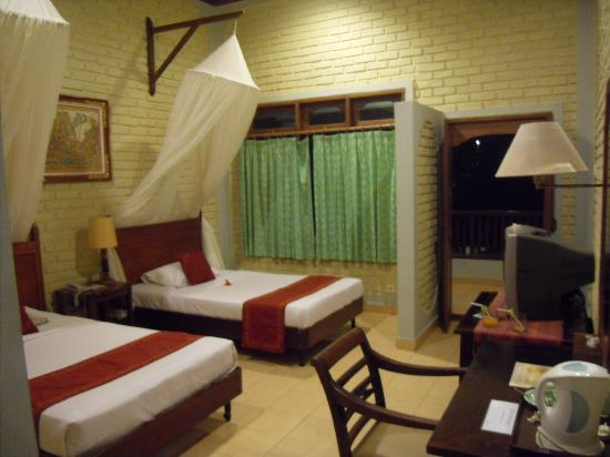 Kuta Puri Bungalows: Our room