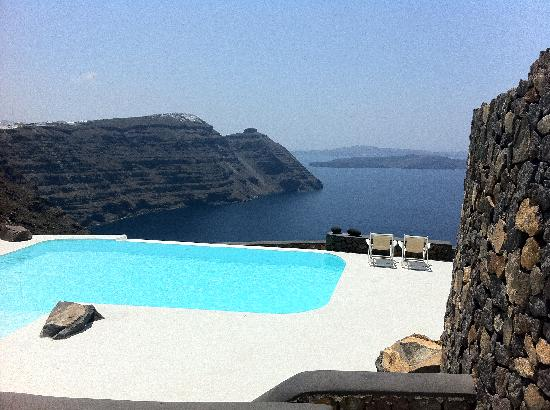 Aenaon Villas: The amazing pool - view from our villa