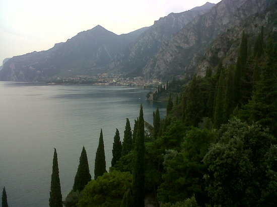 Limone sul Garda, Italie : Limone in the distance
