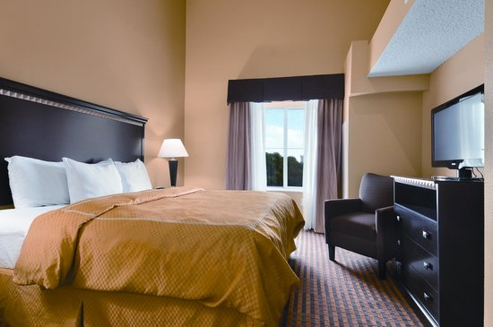 Comfort Suites DFW Airport: Newly Renovated Guest Rooms