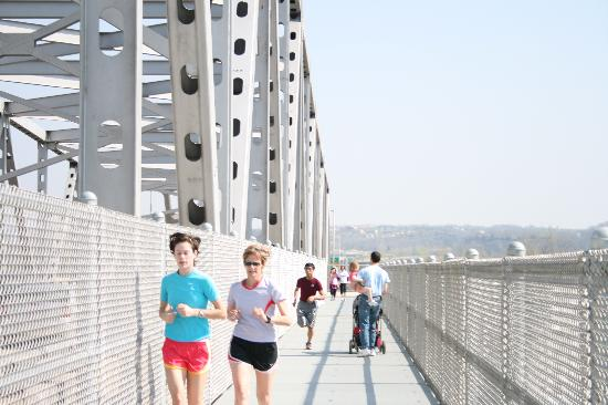 Jefferson City, MO: Walker, runners and cyclists can enjoy a beautiful view of the Missouri River, the Missouri Stat