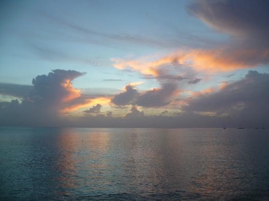 Holetown, Barbados: Sunset at Mango Bay