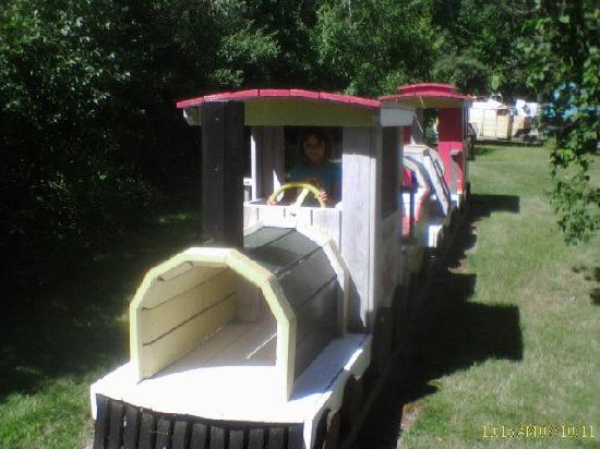 Lake Winnipesaukee Motel: Children&#39;s train in the back that my daughter could not get enough of!