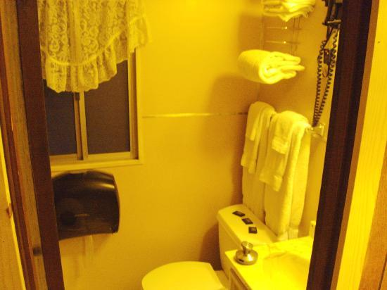 Bathroom and shower picture of lake henshaw resort for Lake henshaw fishing report
