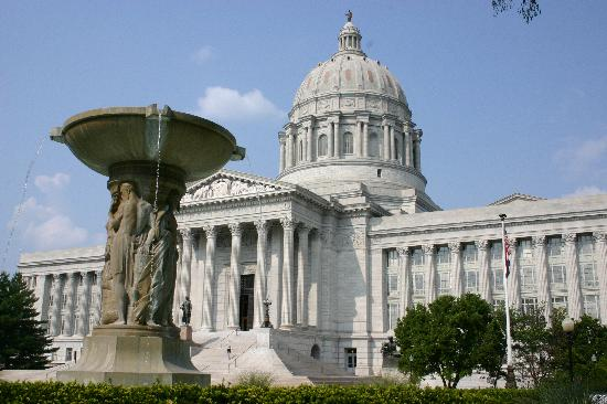 Beautiful Fountains And Memorials Scatter The Missouri