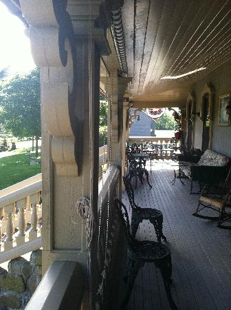 Stone Rose Bed and Breakfast: Porch
