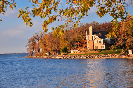 Fort Atkinson, WI: The view of Kosh's Lake View B&B from the lake.