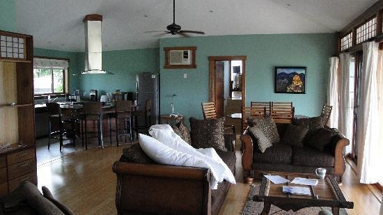 Rancho de Caldera Eco-Resort & Hotel: Interior of one of our terraced bungalow suites