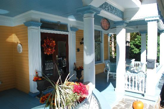 The Peach House: front porch