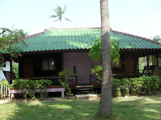 Holiday Beach Resort: Our bungalow