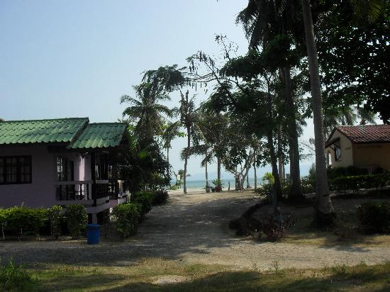 Holiday Beach Resort: Close to the beach!