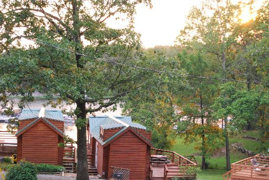 Creal Springs, IL: Individual cabins with lake views