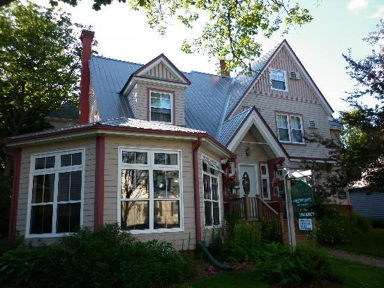 The Harbour House: Heritage Harbour Inn