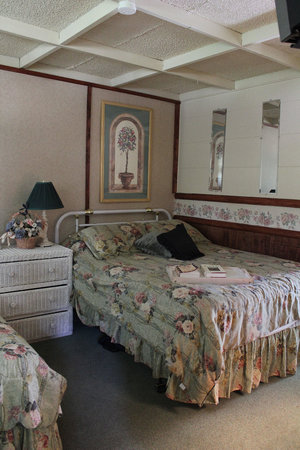 Apple Creek Cottages: Bedroom