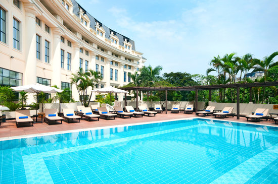 Hilton Hanoi Opera, outdoor pool