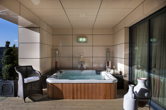 : Jacuzzi Suite Balcony