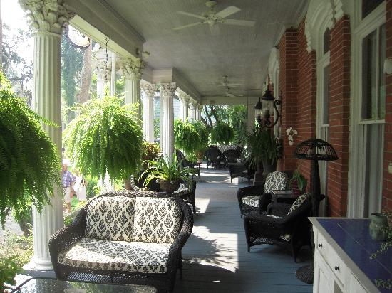 Brunswick Manor: Front porch