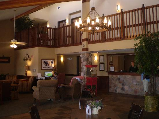 Borger Ambassador Inn: Beautiful and inviting lobby