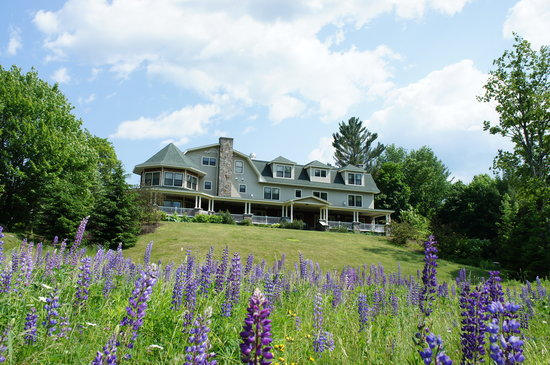 The Inn at Thorn Hill & Spa: Inn Exterior-Spring