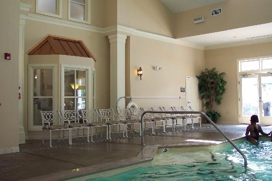 Wyndham Nashville: Partial view of the nice indoor pool!