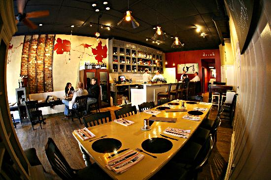 Leesburg, VA: Dining room at The Wine Kitchen.