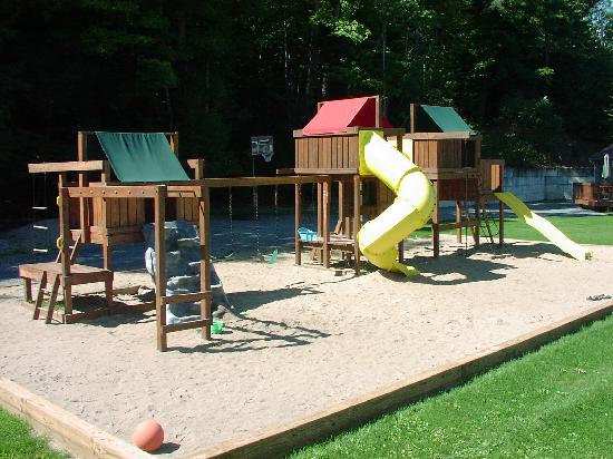 Country Cottages and Motel: PLAYGROUND