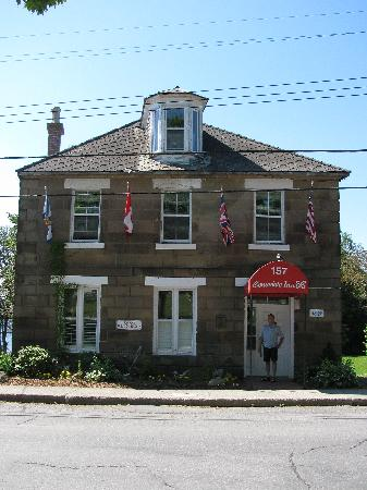 Consulate Inn Bed & Breakfast: The main building of the Consulate Inn