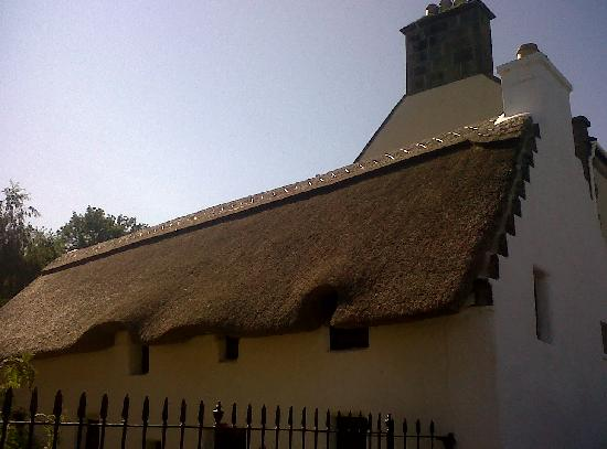 Cromarty Arms Inn: Thatched Cottage