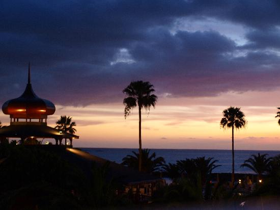 Riu Palace Tenerife: sunset from our balcony