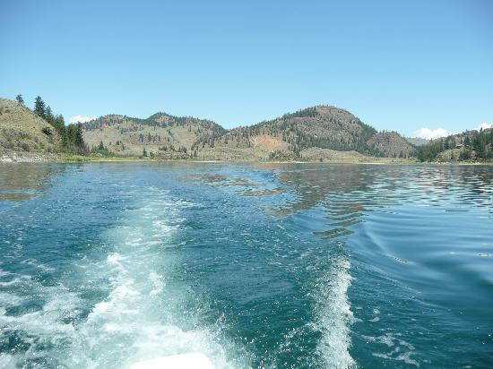 Oroville, : Wannacut Lake from Boat rented at Suncove Resort