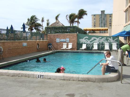 pool picture of courtyard by marriott fort lauderdale. Black Bedroom Furniture Sets. Home Design Ideas