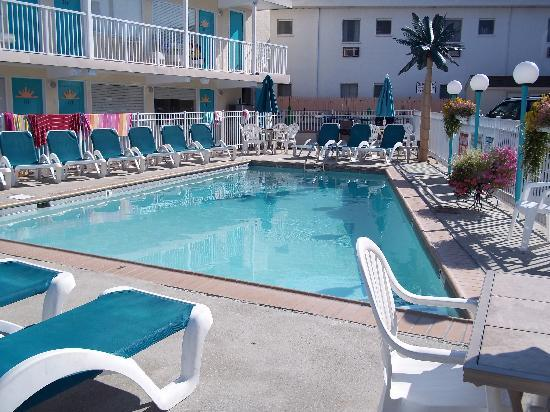 Aztec Resort Motel: Love the pool