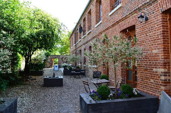 Le Fond de la Cour: Reception courtyard